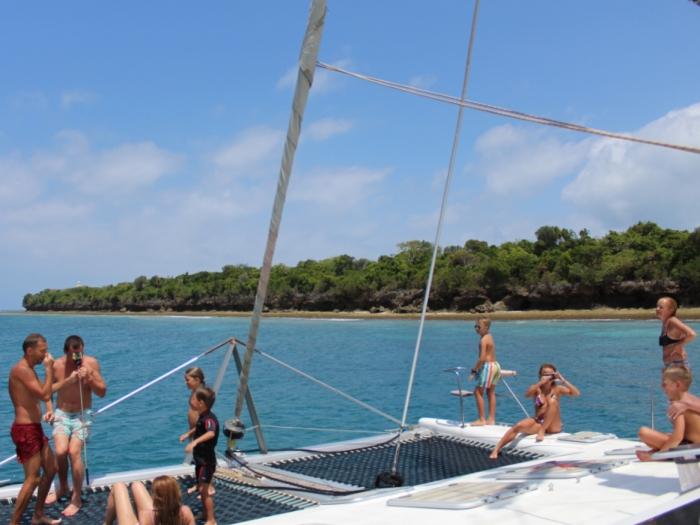Half day charters trip to go snorkelling at Tumbatu Island, Zanzibar.